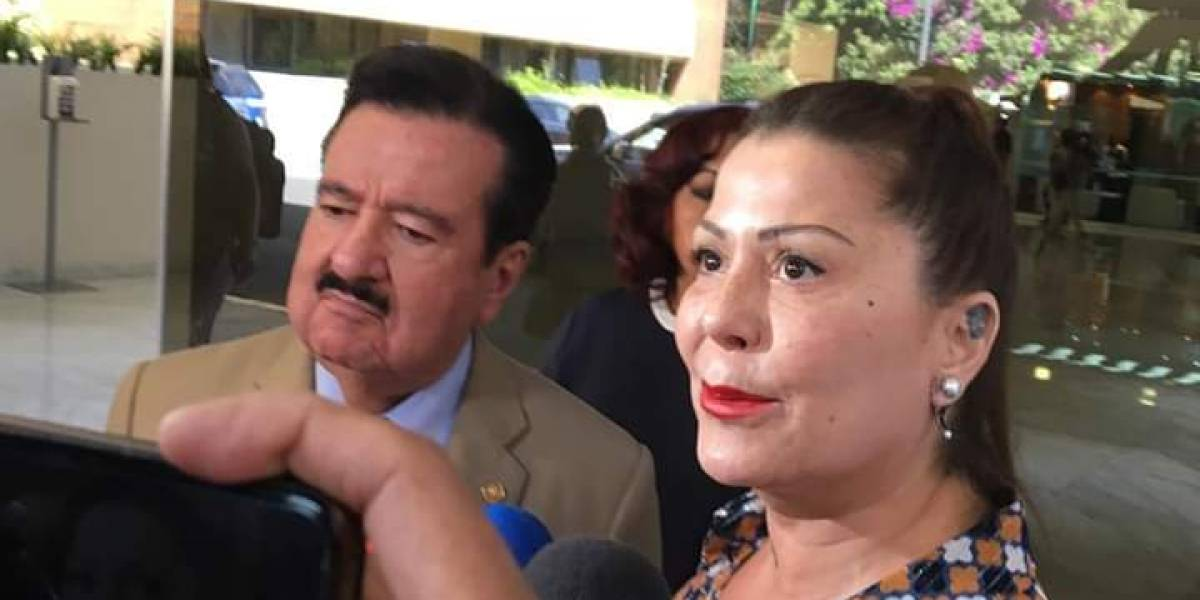 Alejandra Guzmán revela estado de salud de su madre