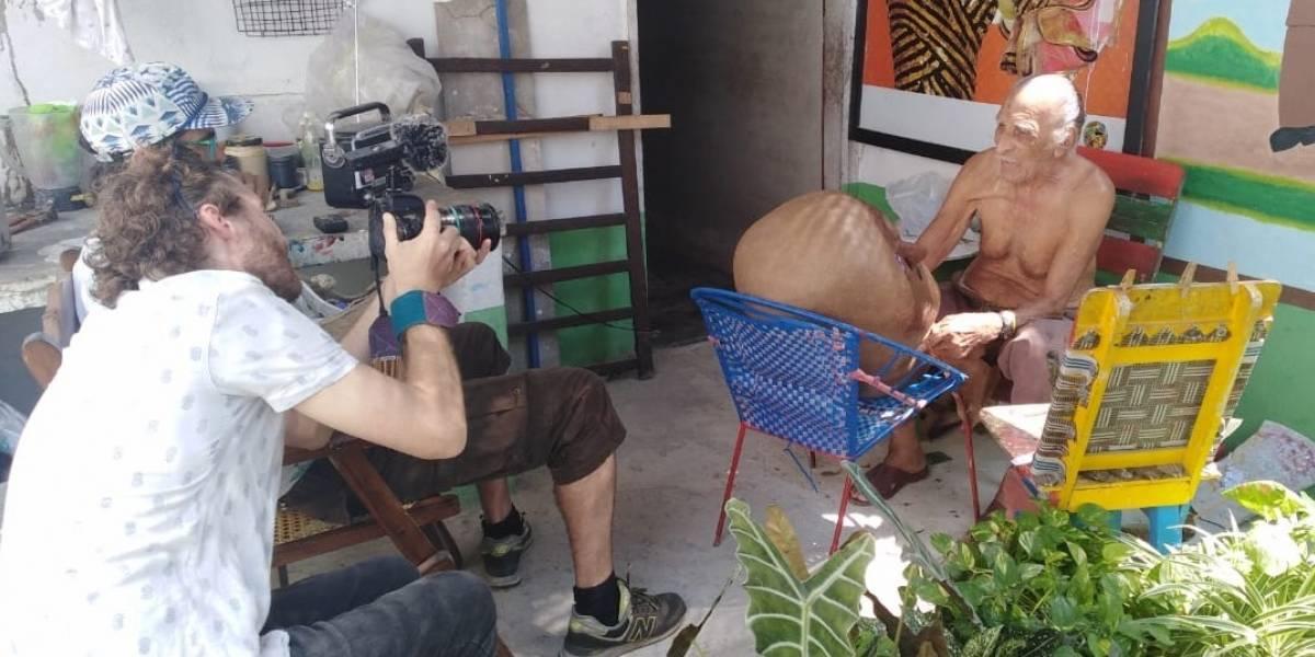 Confeccionan macabro disfraz carnavalero para Quentin Tarantino en visita a Colombia