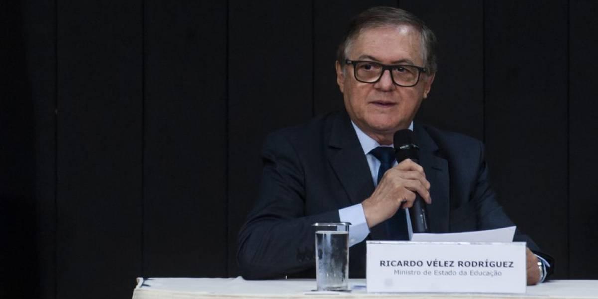 Após Bolsonaro mencionar demissão, ministro da Educação afirma que não vai entregar cargo