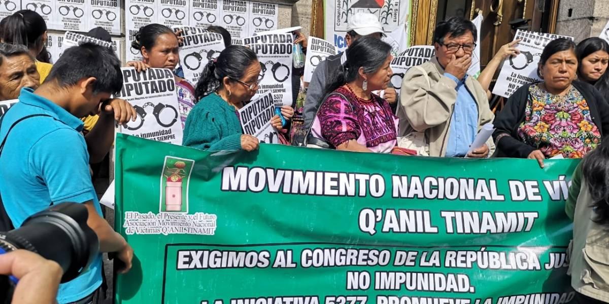 Familiares de víctimas del conflicto armado no descartan denuncias contra diputados que aprueben amnistía a militares