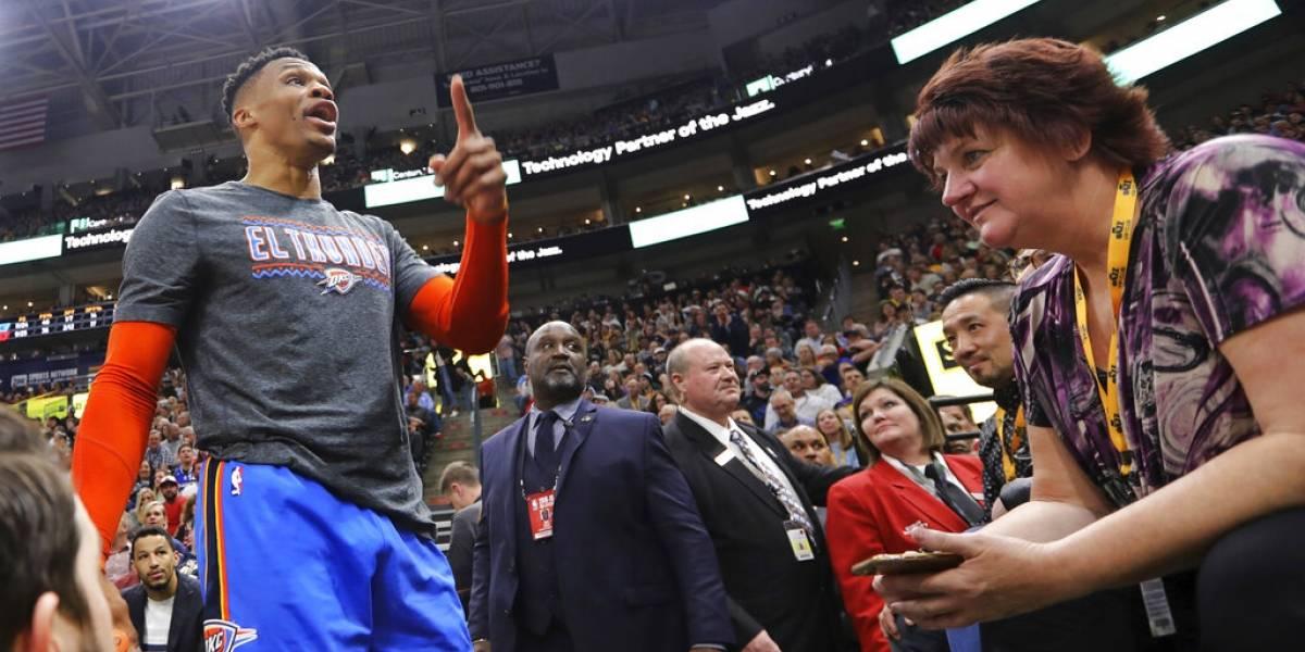 Westbrook confronta a dos fanáticos en partido en Utah
