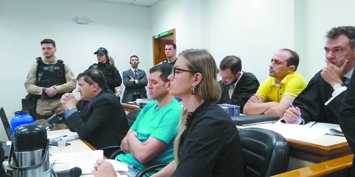 Julgamento do caso do menino Bernardo continua nesta terça; pai e madrasta são acusados de assassinato