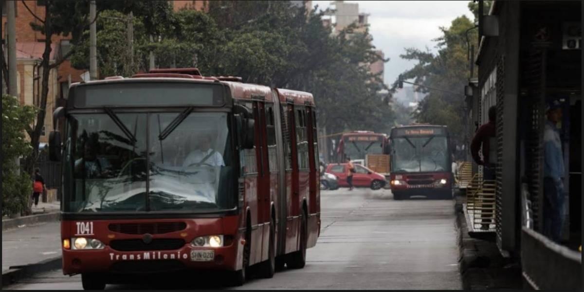 Por bus varado, servicios de TransMilenio en la Caracas están retrasados