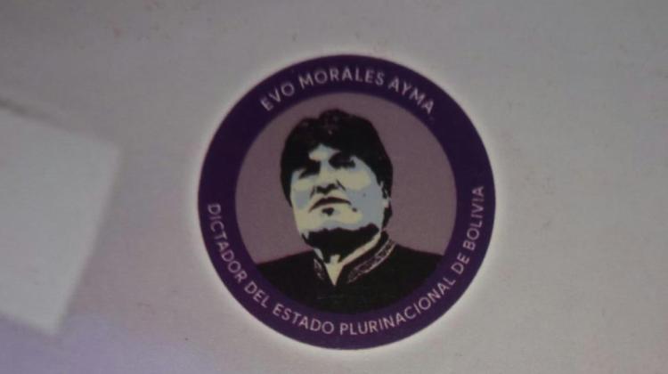 """Evo Morales dictador"":  se querellan contra imprenta que alegó que fue ""un error"""