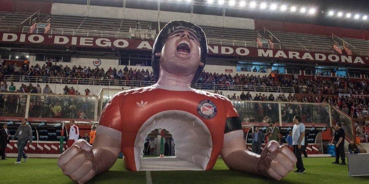 La notable manga dedicada a Diego Maradona que lució Argentinos Juniors