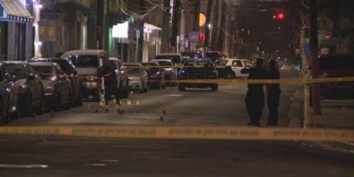 Investigan relación de guagua quemada con doble asesinato en la calle Loíza