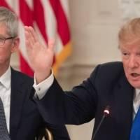Apple: la extraña historia de la Mac Pro que Tim Cook le dio a Donald Trump