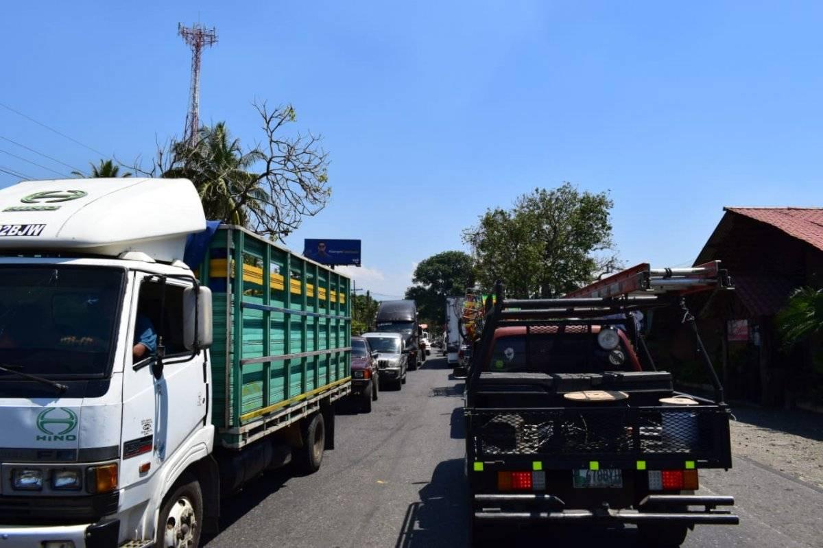 Largas filas de vehículos en Suchitepéquez