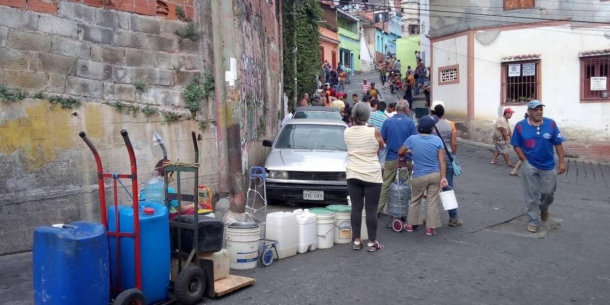 Venezolanos se reinventan para enfrentar un apagón nacional que superó las 100 horas