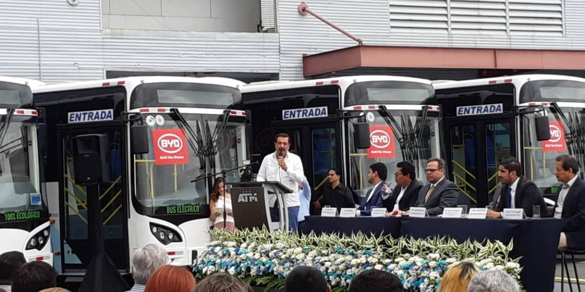 Jaime Nebot presentó los primeros buses eléctricos para Guayaquil