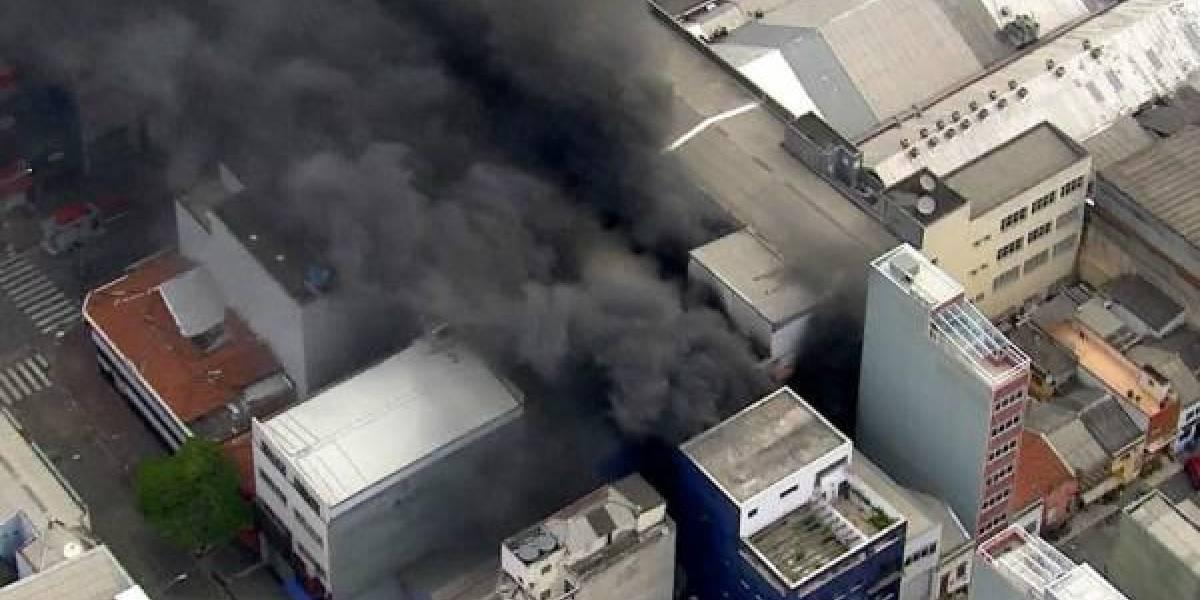 PM envia mais tropas para tentar contar incêndio no Brás