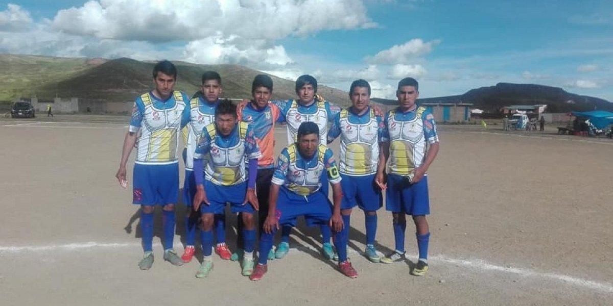 """La pintoresca historia del equipo peruano que usa camisetas de Dragon Ball: """"Lo hicimos para meter miedo"""""""