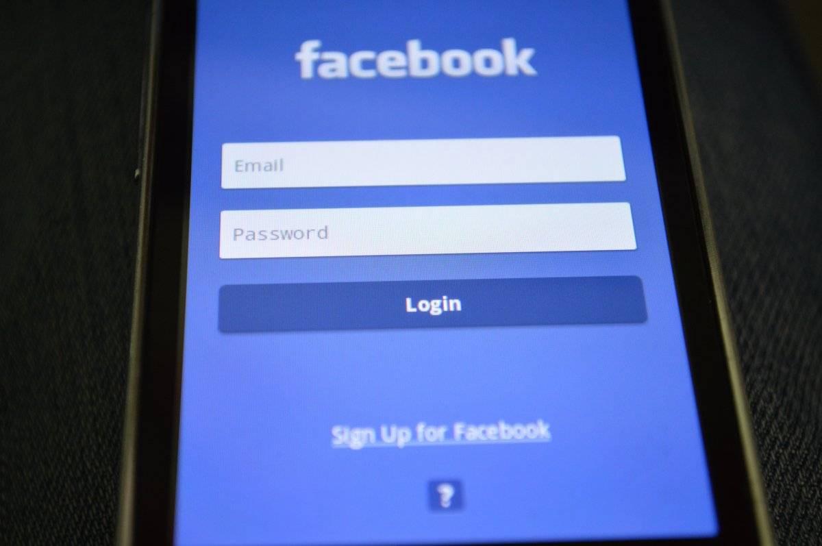 Facebook reaccionó a su caída Metro Ecuador