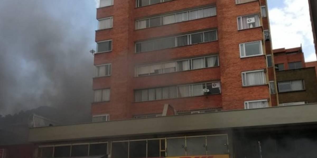 Incendio de varios vehículos en el sótano de un edificio en Bogotá