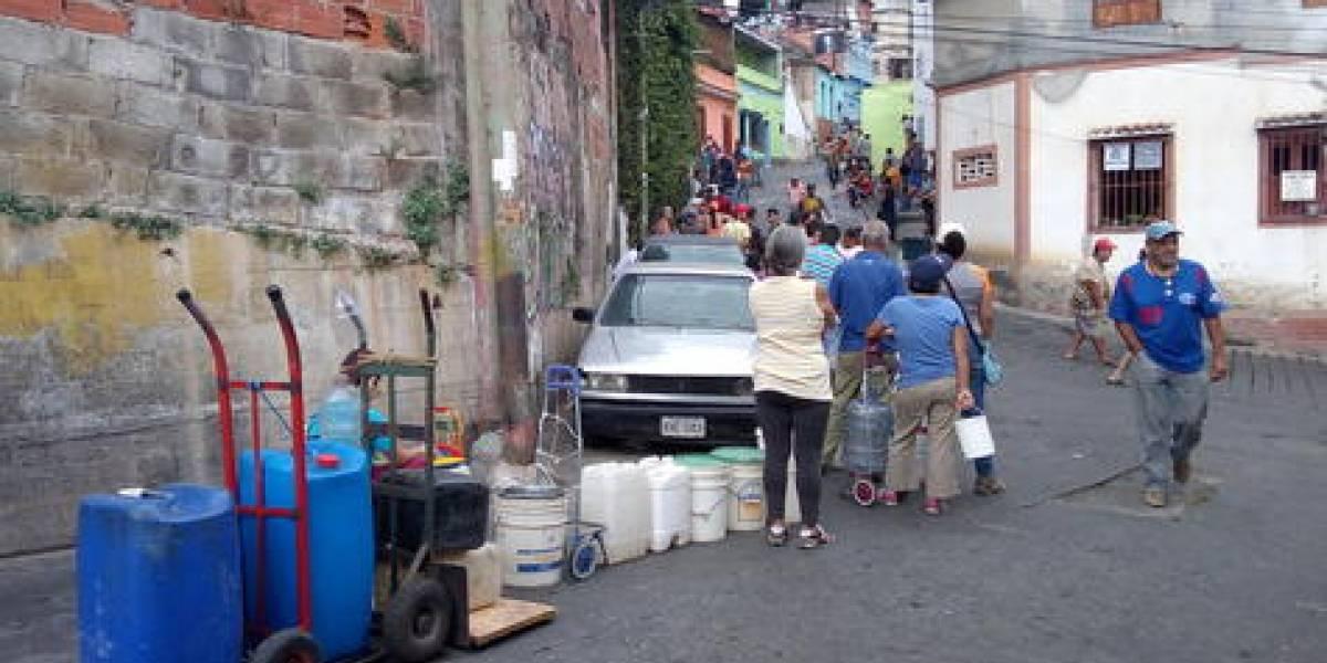 Venezolanos se reinventan para enfrentar un apagón nacionalque superó las100 horas