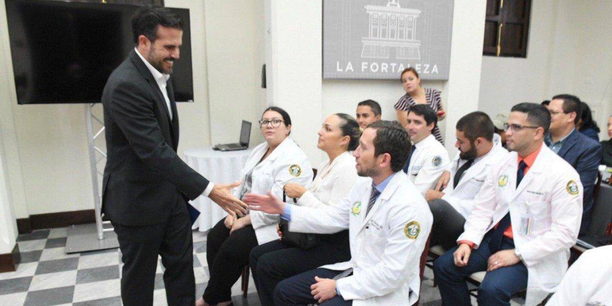 Gobierno quiere pagar los préstamos de médicos recién graduados