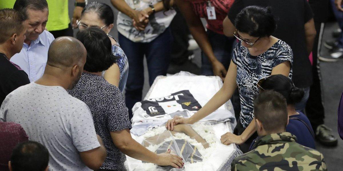 Brasil despide a víctimas de matanza escolar