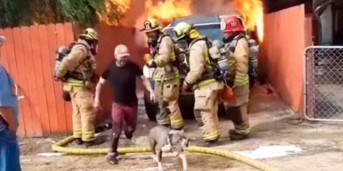 Hombre arriesga su vida para salvar a perrito en incendio