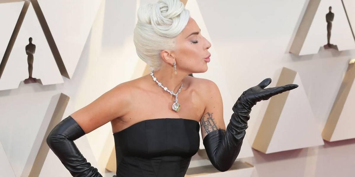 Grávida? Lady Gaga responde a boatos de maneira divertida e anuncia novo álbum