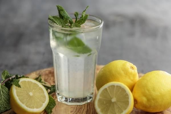 Como adelgazar tomando agua con limon