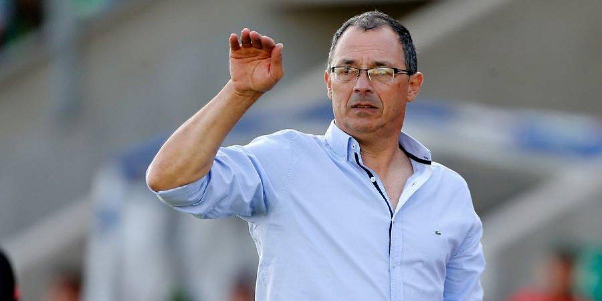 Alfredo Arias llegó a Chile y se convertirá en el nuevo entrenador de la U