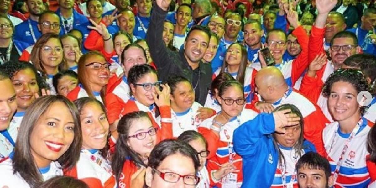 Luis Fonsi comparte con delegación boricua en Olimpiadas Especiales