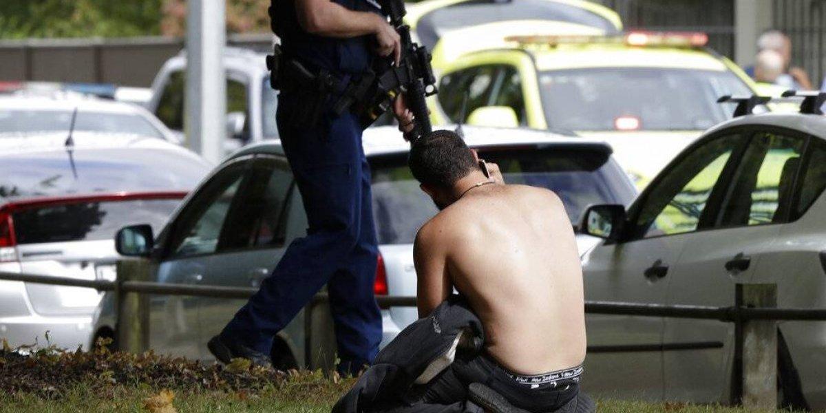 Caos, muertos, pánico y consternación deja tiroteo en mezquita de Nueva Zelanda