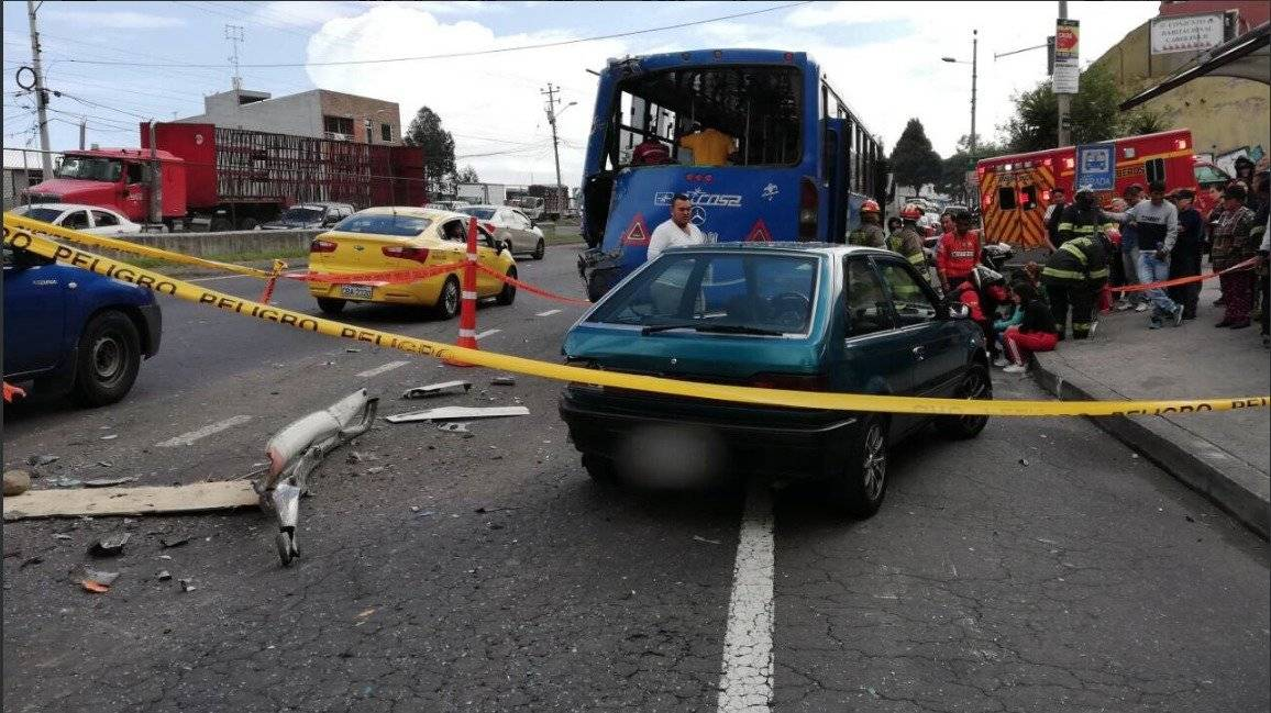Quito: 6 personas heridas tras accidente de tránsito