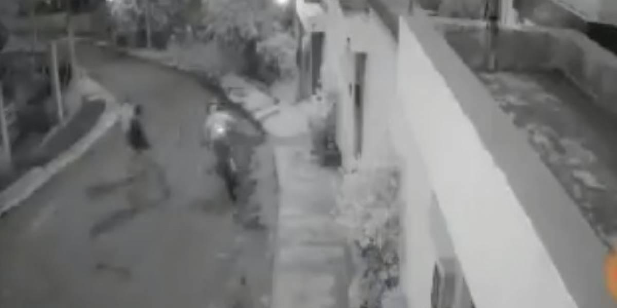 Quito: Captan en video momento en que ciclista es víctima de robo en Cumbayá