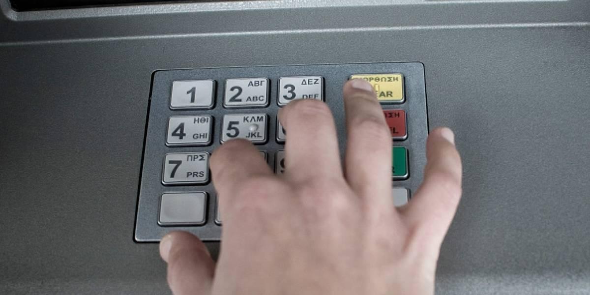 ¡Insólito! Ladrónque asaltó a mujer en un cajero le devolvió todo el dineroporque ella no tenía más en su cuenta