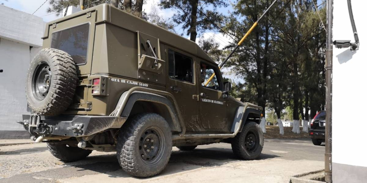 """Ministro de Gobernación explica la """"exitosa"""" operación realizada con los jeep J8"""