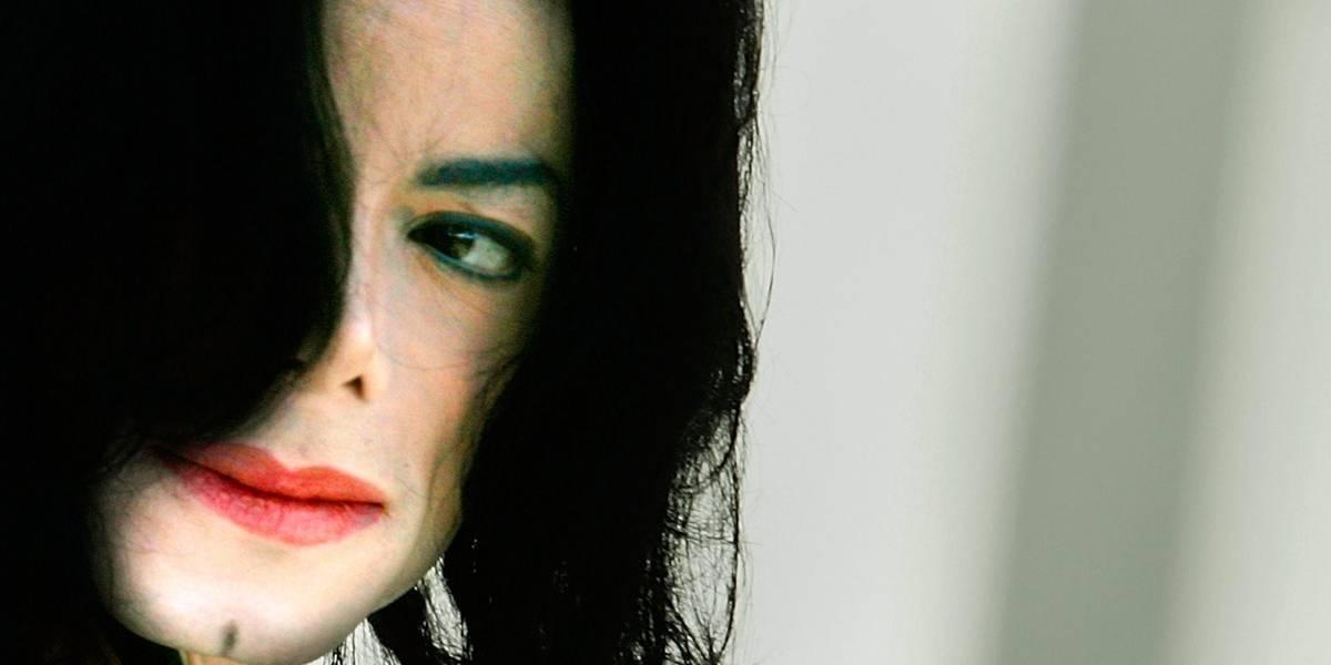 Fãs de Michael Jackson processam supostas vítimas de abuso por 'mancharem imagem' do ídolo