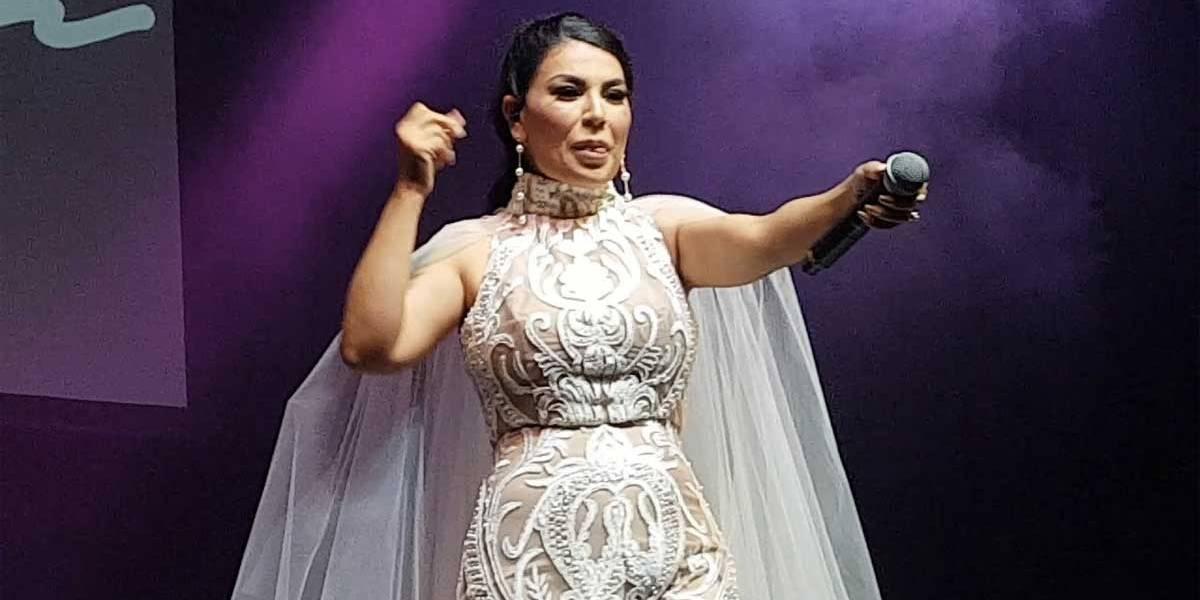 Desafiando ameaças, cantora afegã Aryana volta para casa para encorajar mulheres