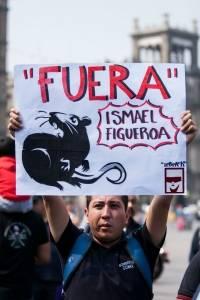 Bomberos protestan contra Ismael Figueroa