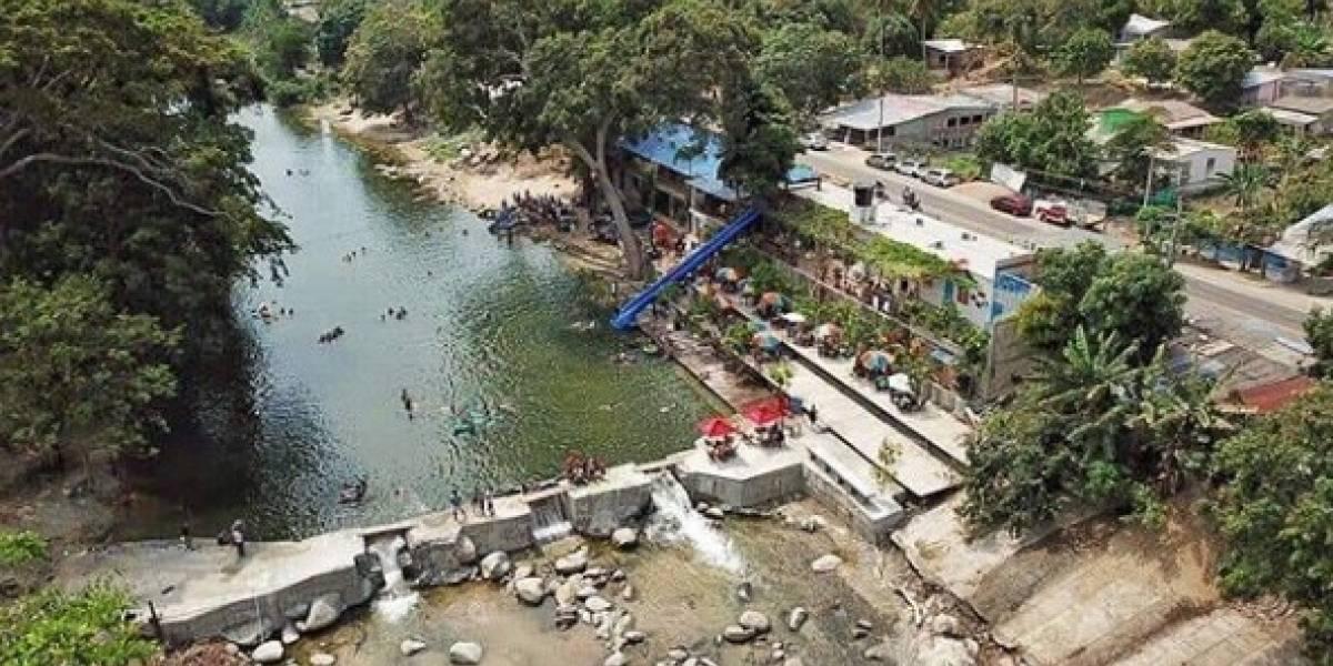 Hostal se había apoderado de parte de un río para que funcionara como piscina natural
