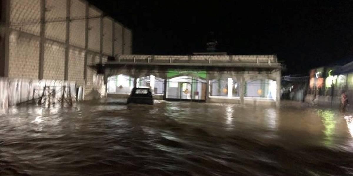 Enchentes e deslizamentos de terra causam mais de 50 mortes na Indonésia