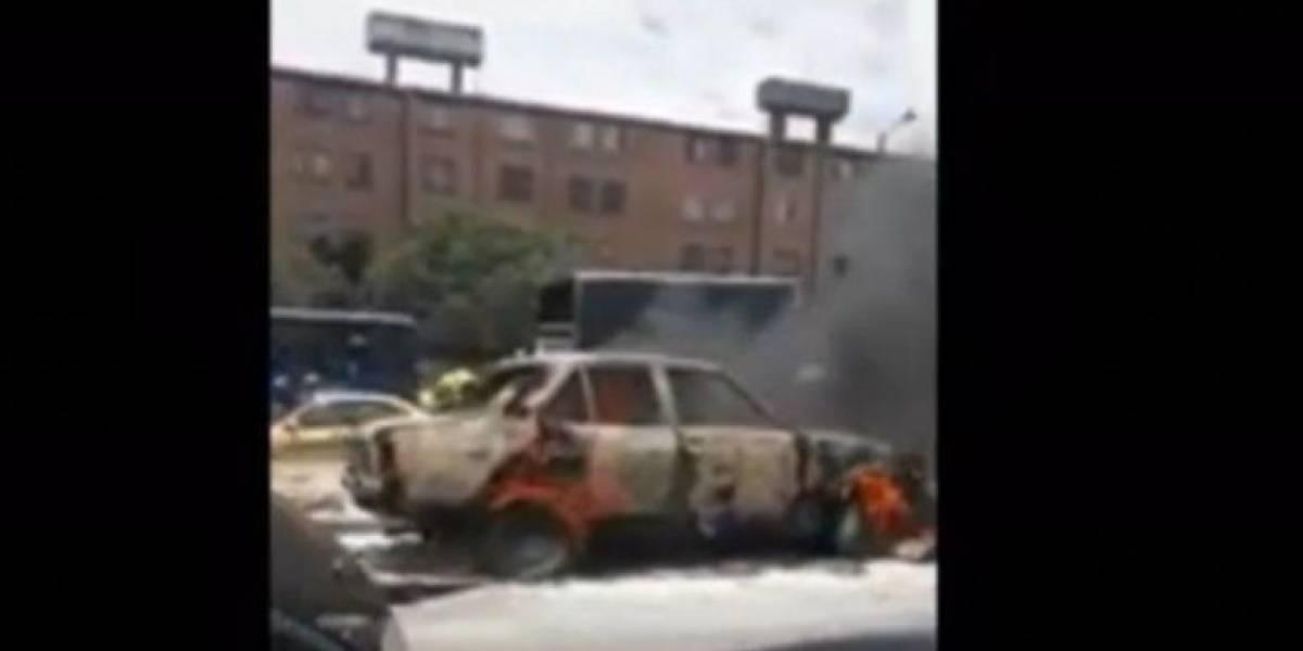 La millonada que debe en multas el hombre que incendió su carro en Bogotá