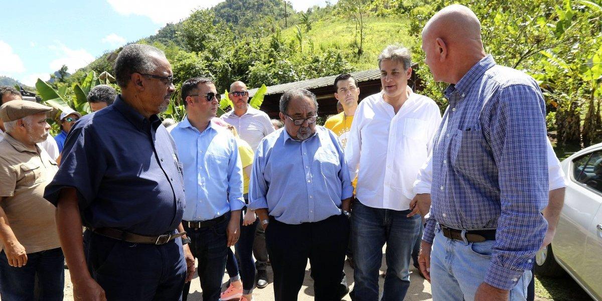 Comité de Recursos Naturales federal visita comunidad con microred solar