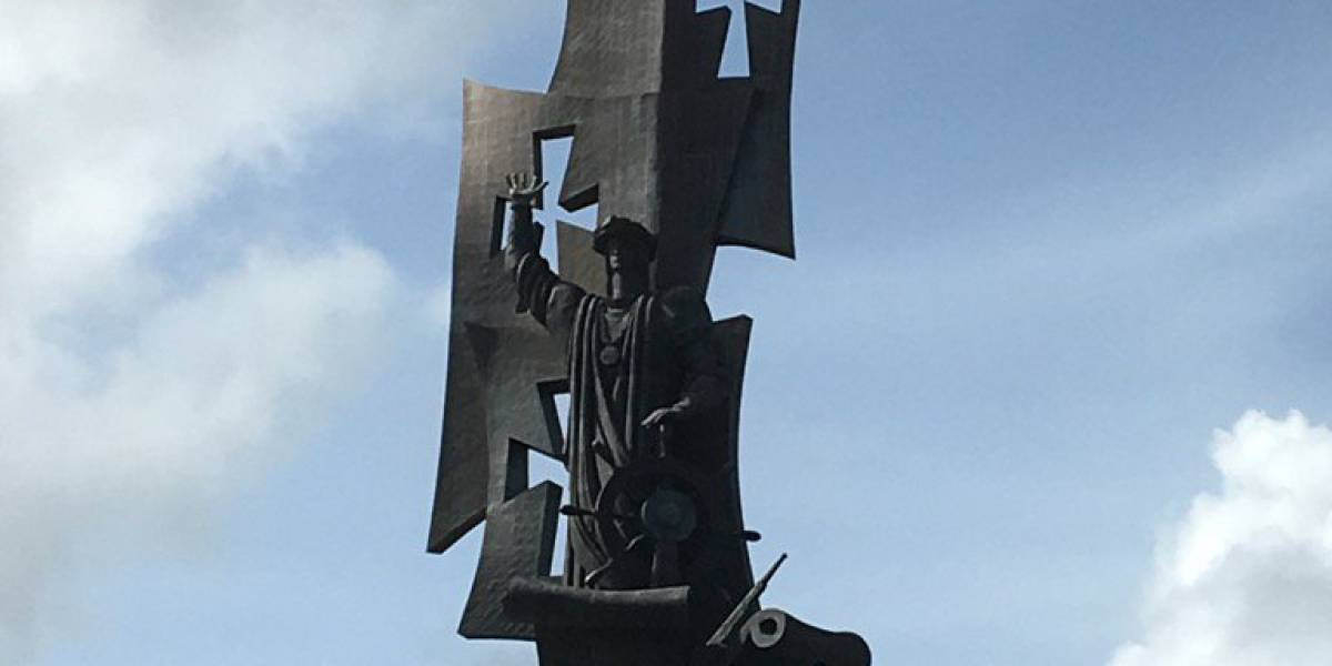 Demandan en el tribunal federal a empresario que instaló estatua de Cristóbal Colón en Arecibo