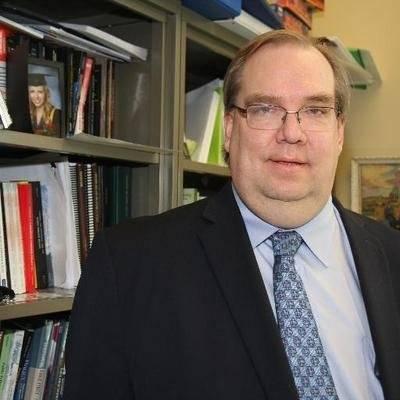 Duane Bratt, profesor de ciencias políticas en Mount Royal University, Canadá