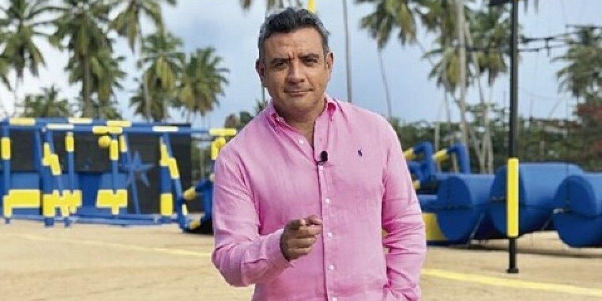 ¡Sorprendente! Héctor Sandarti enseña su destreza en el tubo en programa en vivo