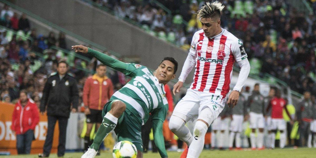 Necaxa vence Santos a pesar del error de Hugo González