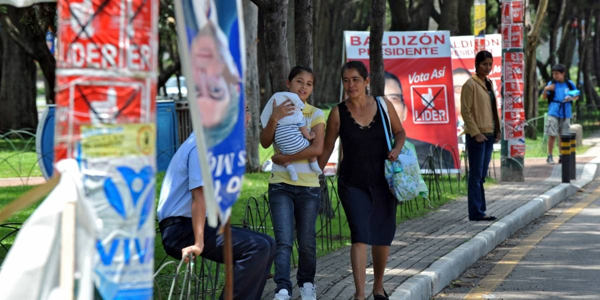 Partidos utilizaron 95 mil postes de la Ciudad para colocar propaganda