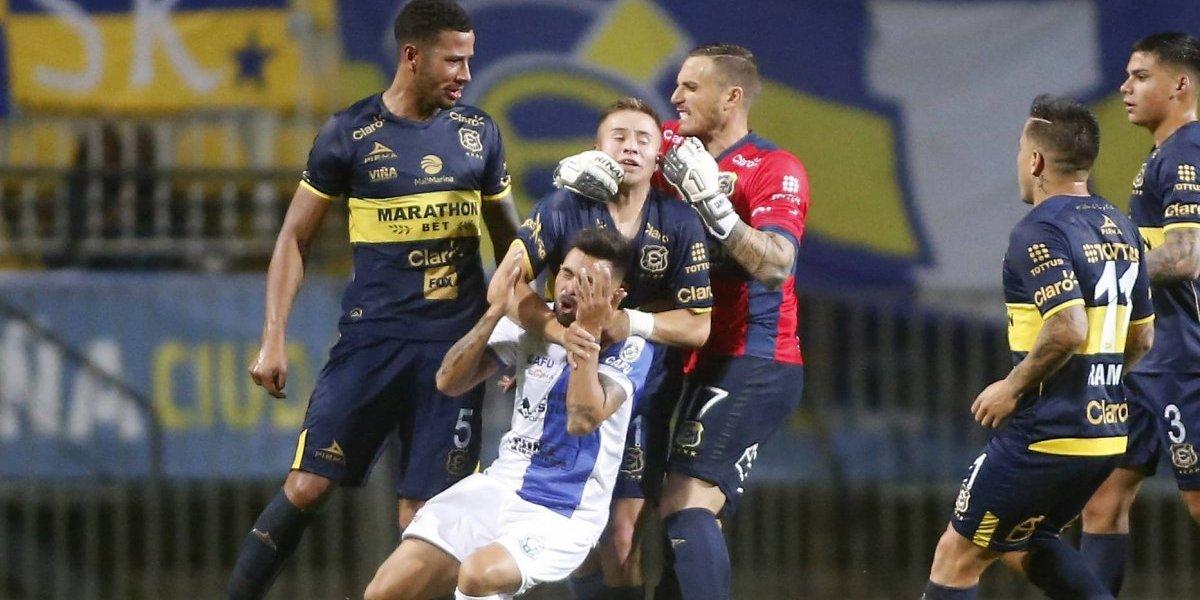 Everton derrotó ajustadamente a Antofagasta en un polémico e intenso partido
