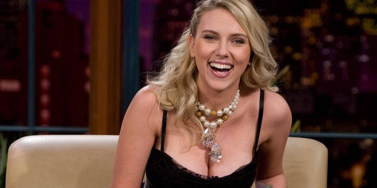 """Se le rompe el vestido a Scarlett Johansson y vive todo un """"calvario"""""""