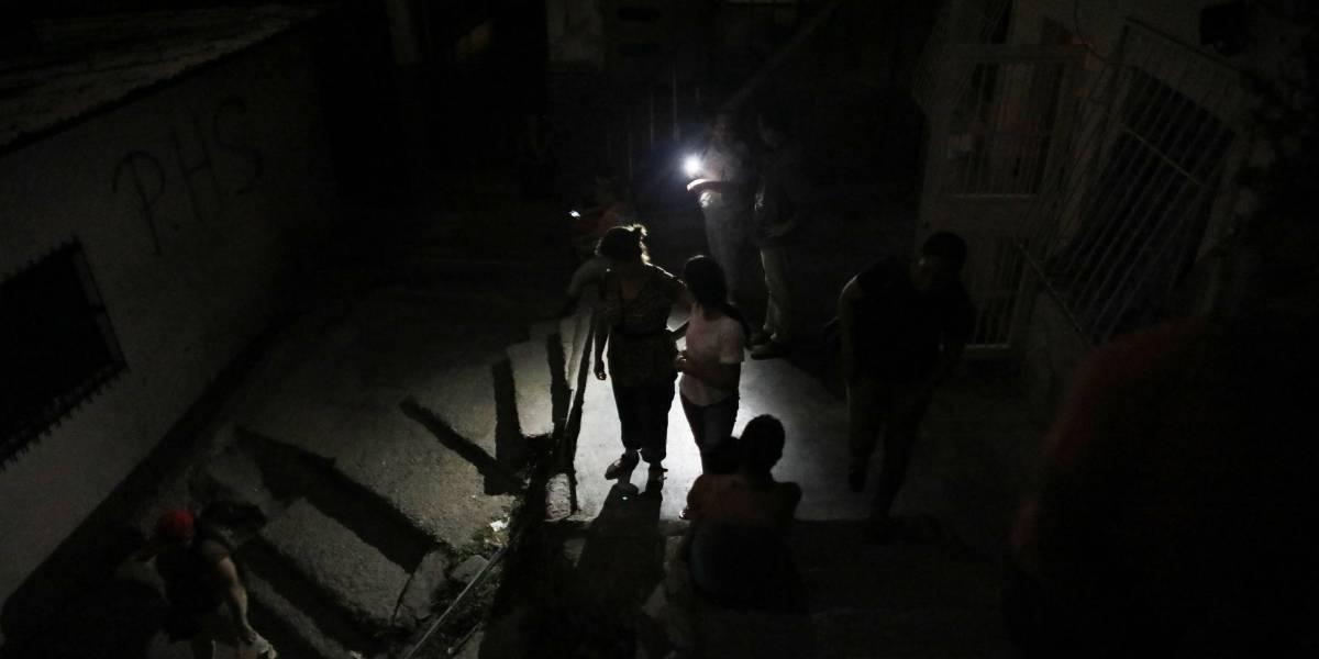 Nuevos apagones afectan zonas de Caracas, Guarenas y Guatire