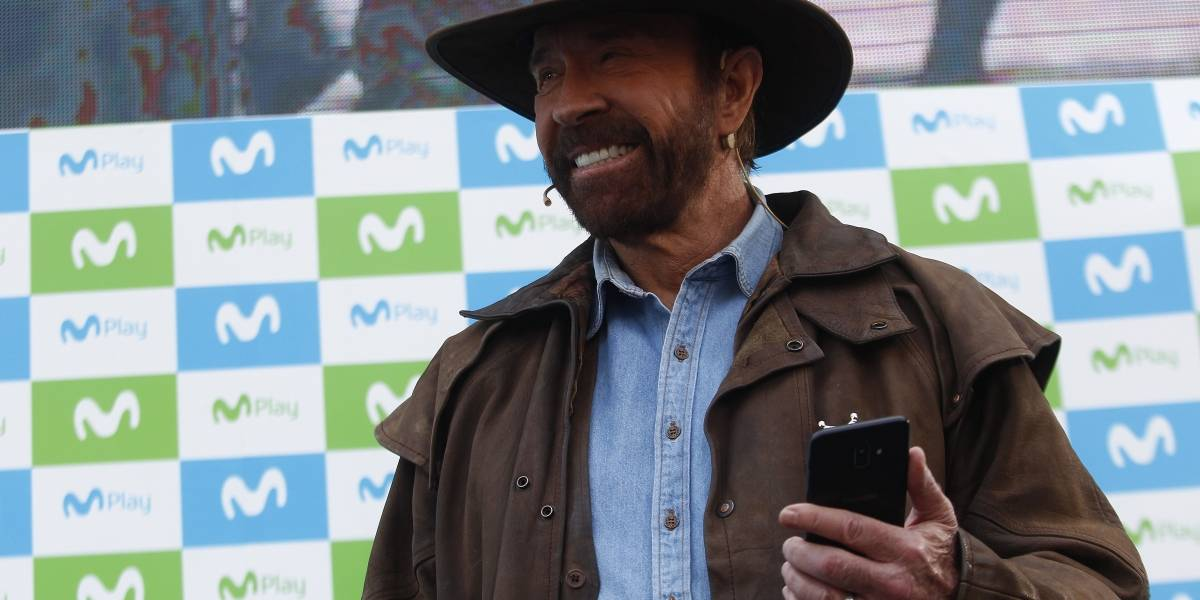 Chuck Norris vino a Chile a revivir viejas glorias y memes en campaña publicitaria