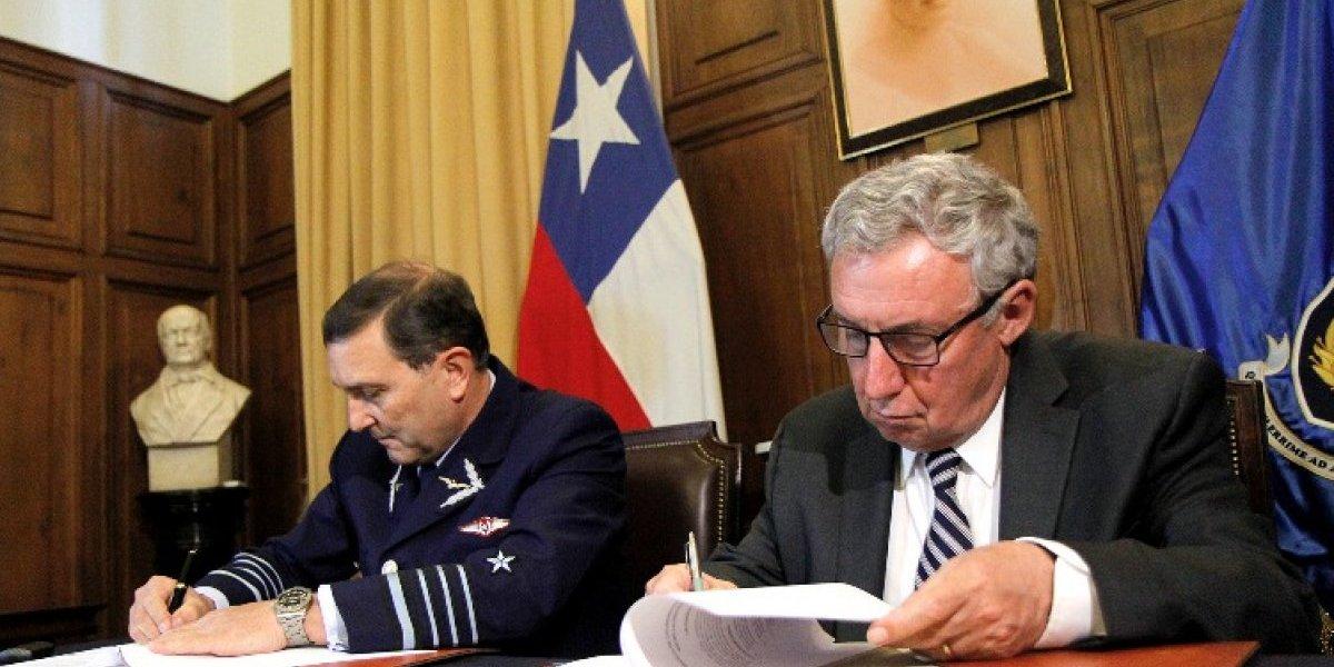 Fuerza Aérea y Universidad de Chile fomentarán desarrollo aeroespacial