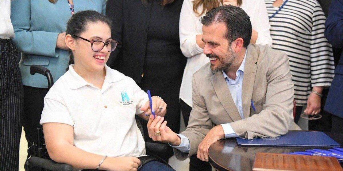 Rosselló busca fortalecer servicios para personas con discapacidades