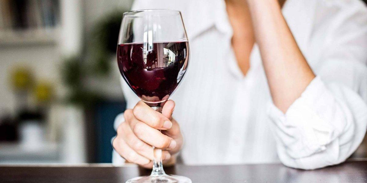 Ni siquiera una copita de vino: Afirman que cualquier dosis de alcohol daña la salud